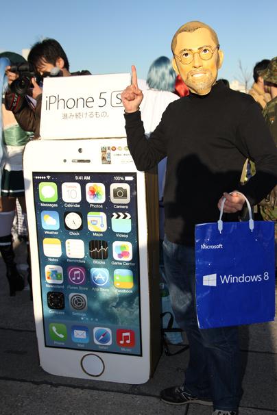 Aniieさんによるスティーブ・ジョブズとiPhone5s コミケC85コスプレ写真2