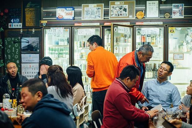 北九州市の角打ち、知る人ぞ知る名店「アサヒ屋酒店」