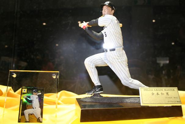 3Dデジタルスキャン技術を用い、2003年の阪神移籍後甲子園初HRのシーンを完全再現した、「金本知憲」さんのフィギュア。