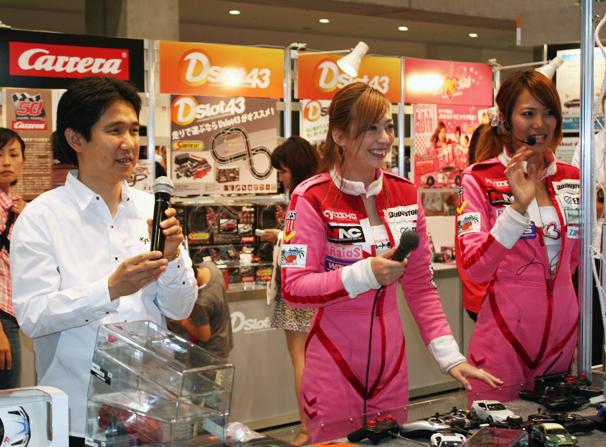 京商ブースでは、本格派ラジコンカーなどを多数展示。また、京商50周年を記念した「JKB(女子カート部)RCクラブ」の女子部員を募集中とのこと! http://www.kyosho.com/jpn/