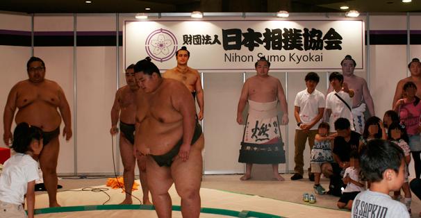 数あるブースの中でも異様な存在感を放っていた「日本相撲協会」。