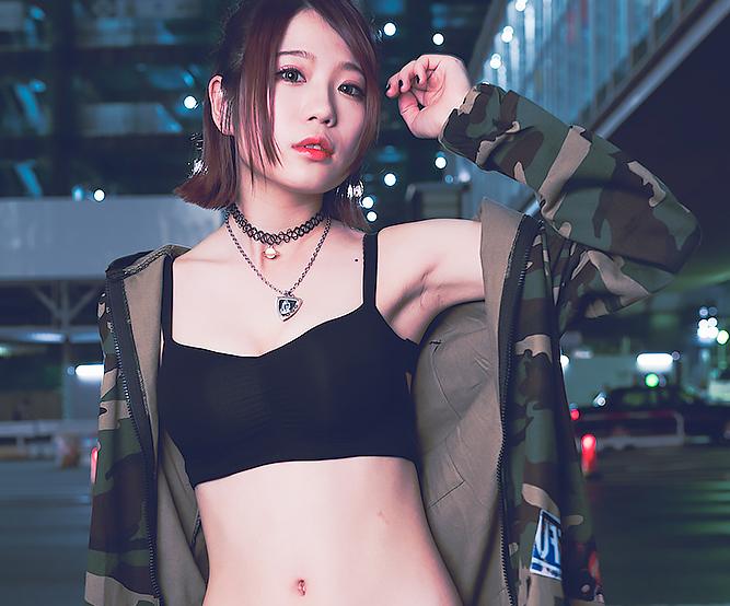 【写真】渋谷で見かけた小悪魔ギャル? 綺麗なヘソと美脚の持ち主「岩瀬唯奈」さん