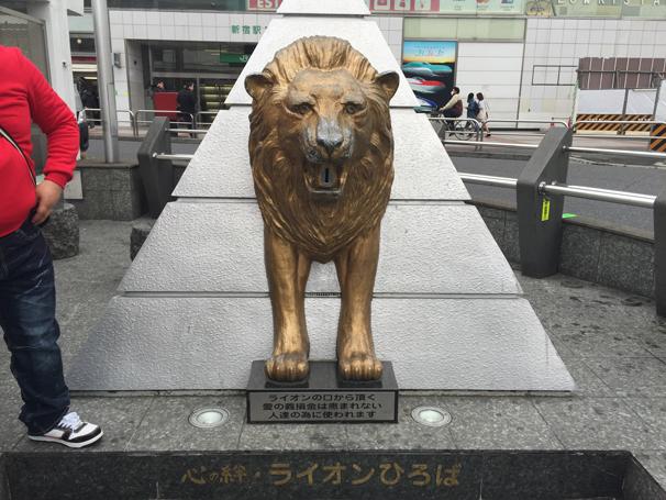 新宿にあるライオンの像