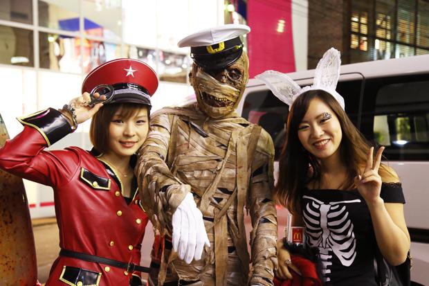 渋谷ハロウィンに現れた仮装タクシーにパリピ殺到! 「RIDE ON HALLOWEEN 」レポート