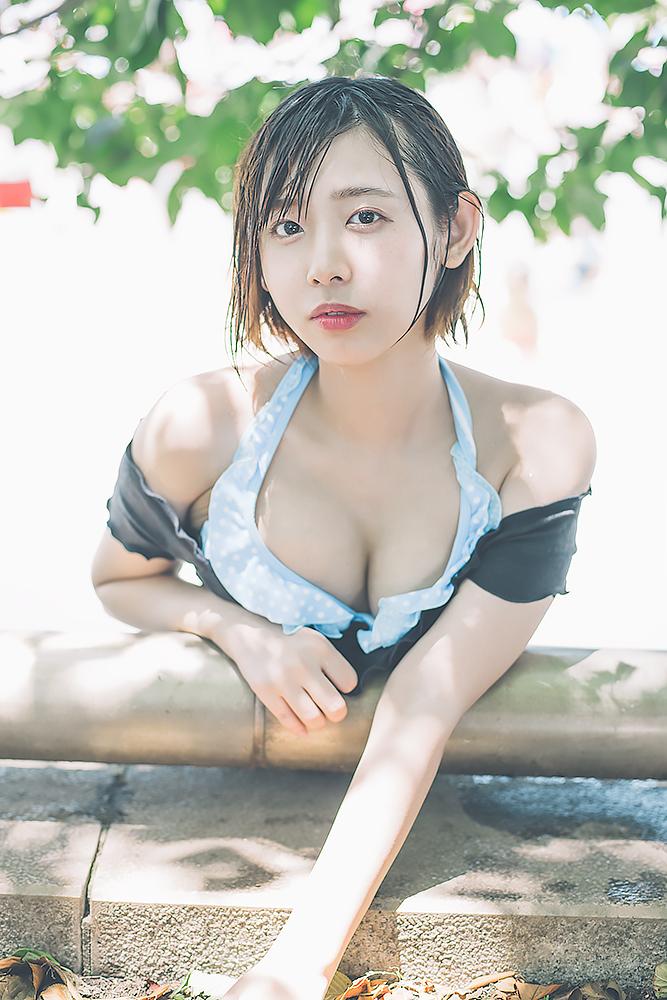 【写真】水辺でたわわ光線! 福岡のシャワーズ系美少女「水湊みお」