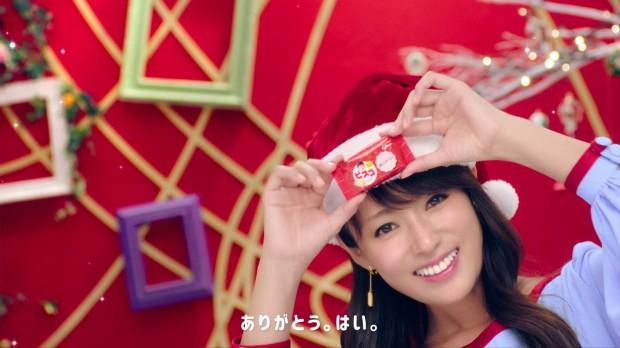 女優・深田恭子さん扮する「深キョンサンタ」