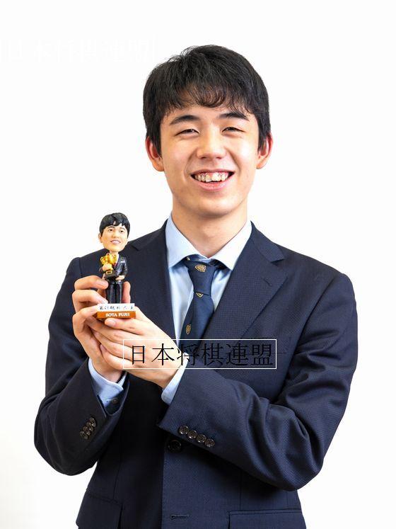 またも将棋界初! 藤井聡太七段が首振り人形に 本人も「不思議な気持ち」