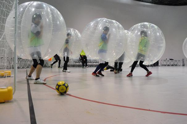ぶつかり転がれ! 話題のバブルサッカーを体験したけど楽しすぎた