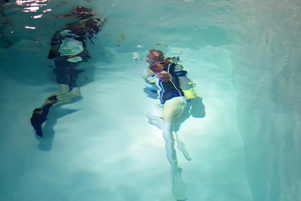 「水中ニーソ」まさじさん2