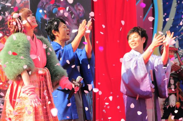 左からきゃりーぱみゅぱみゅ、辻本良三、川田将央