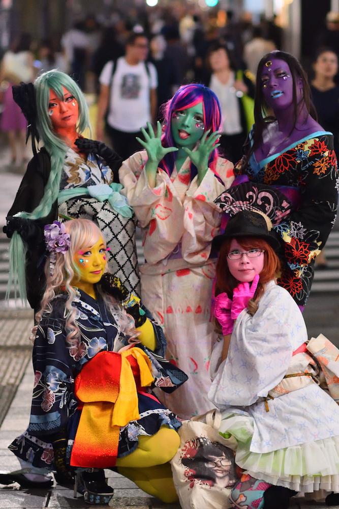 極彩色の「#異色肌ギャル」再び! 表参道での花魁スタイルも異次元の存在感