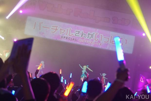 息のあったコンビネーションをみせる鈴木ヒナさん、ミライアカリさん、田中ヒメさん