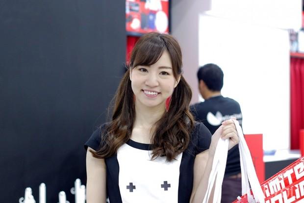 「コミックマーケット96」美人コスプレコンパニオン写真20