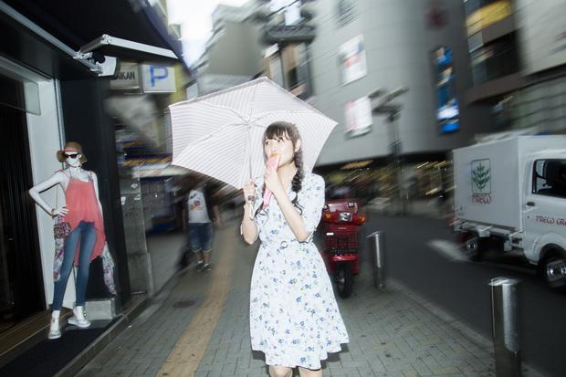 渋谷を歩く長久友紀さん