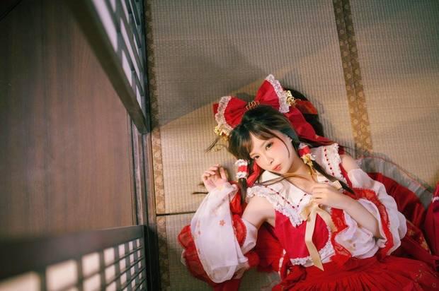 Eroko千葉さん/『東方Project』博麗霊夢1