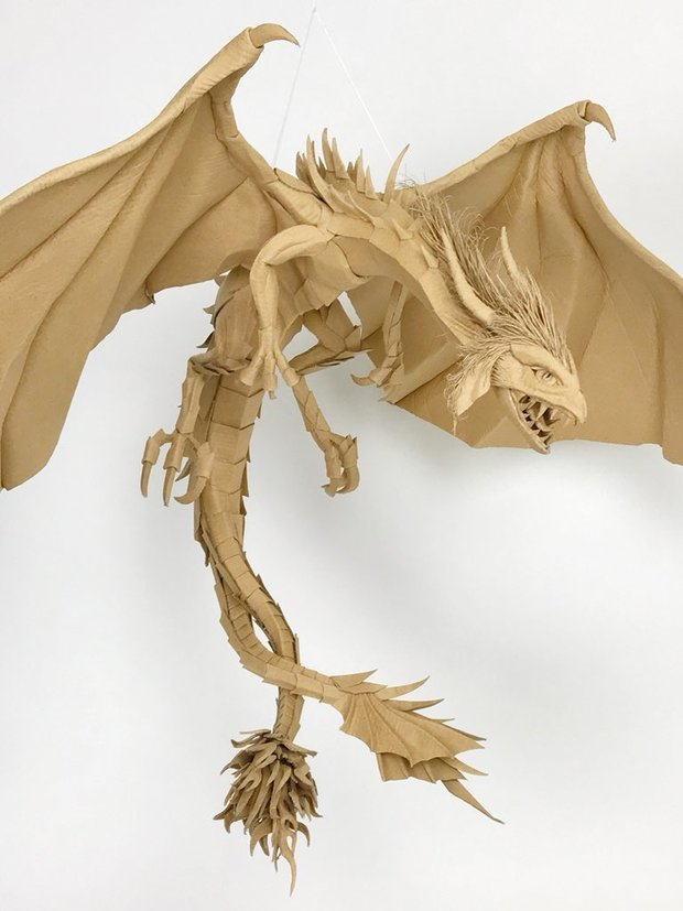 ダンボール製ドラゴン