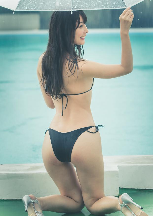 川崎あやさんの水着グラビア写真11