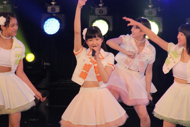 (中央)小片リサさん