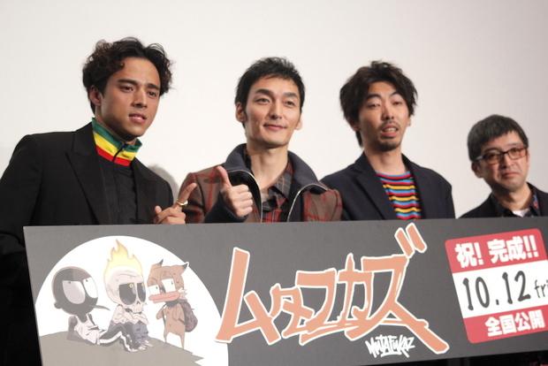 メインキャストの3人と西見祥示郎監督