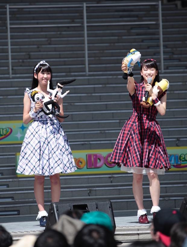 (左から)横山実郁さん、佐藤乃々子さん