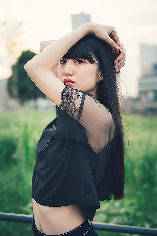 絶世の美脚美女にしてヘソ美人 みりっくさん写真