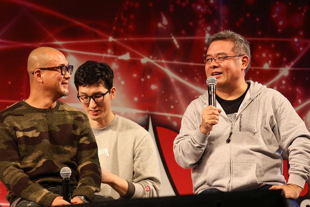 「東京コミコン2017」ステージで、内藤泰弘さん(写真右)とキム・ジョンギさん(写真左)が対談した様子