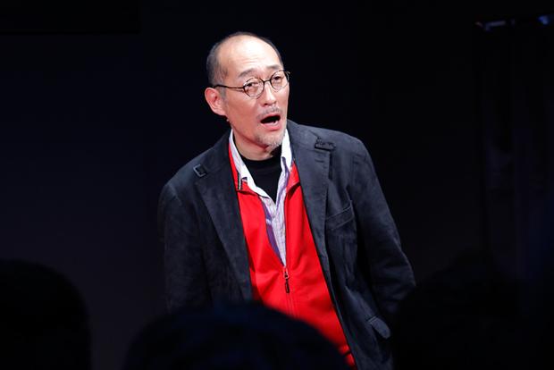 言葉にならない喜びの表情を浮かべる藤田和日郎さん