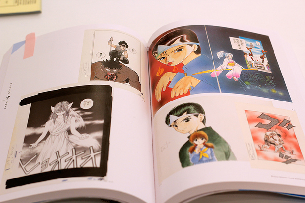 会場で予約できる「週刊少年ジャンプ展 VOL.2」図録の見本ページ (C)冨樫義博 1990-1994年