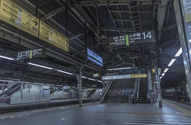誰もいない新宿駅/写真はおる汰@現像しろさん