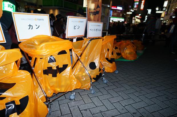 ハロウィン用に設置されたゴミ箱