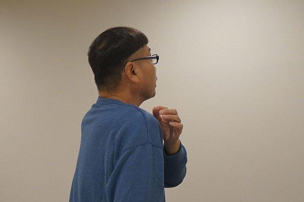 カメラは後ろから撮るんで、僕の肩がその部分にかかってちょうどギリギリで見えないように…