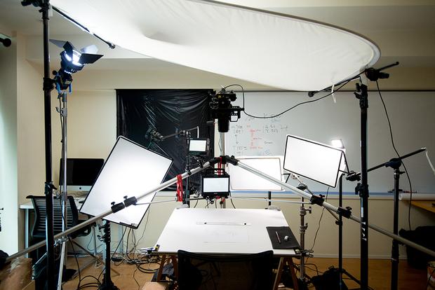 窪之内英策 × 駅すぱあと 手描きアニメ『サヨとコウの出発』イラスト制作&撮影風景1
