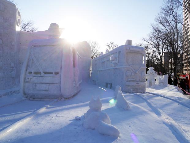 さっぽろ雪まつり_日本最北の路面電車の雪像