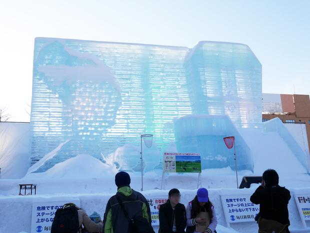 さっぽろ雪まつり_台湾の女王頭(クイーンズヘッド)と平渓派出所大雪像