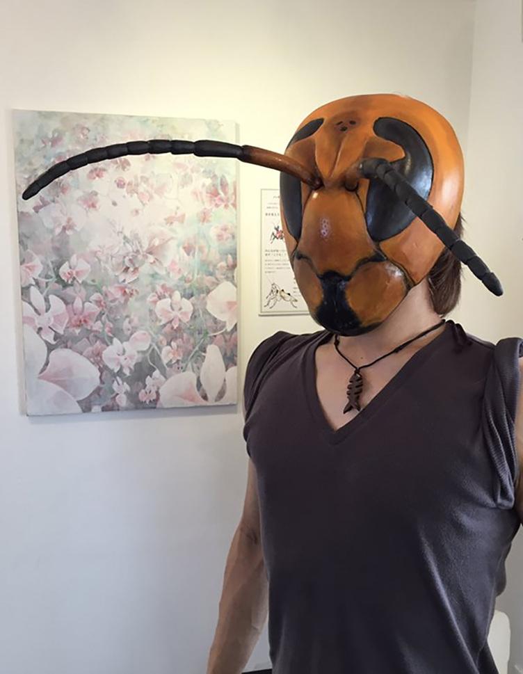 威圧感が凄すぎるスズメバチのマスク NHKも取り上げるこだわりの造形