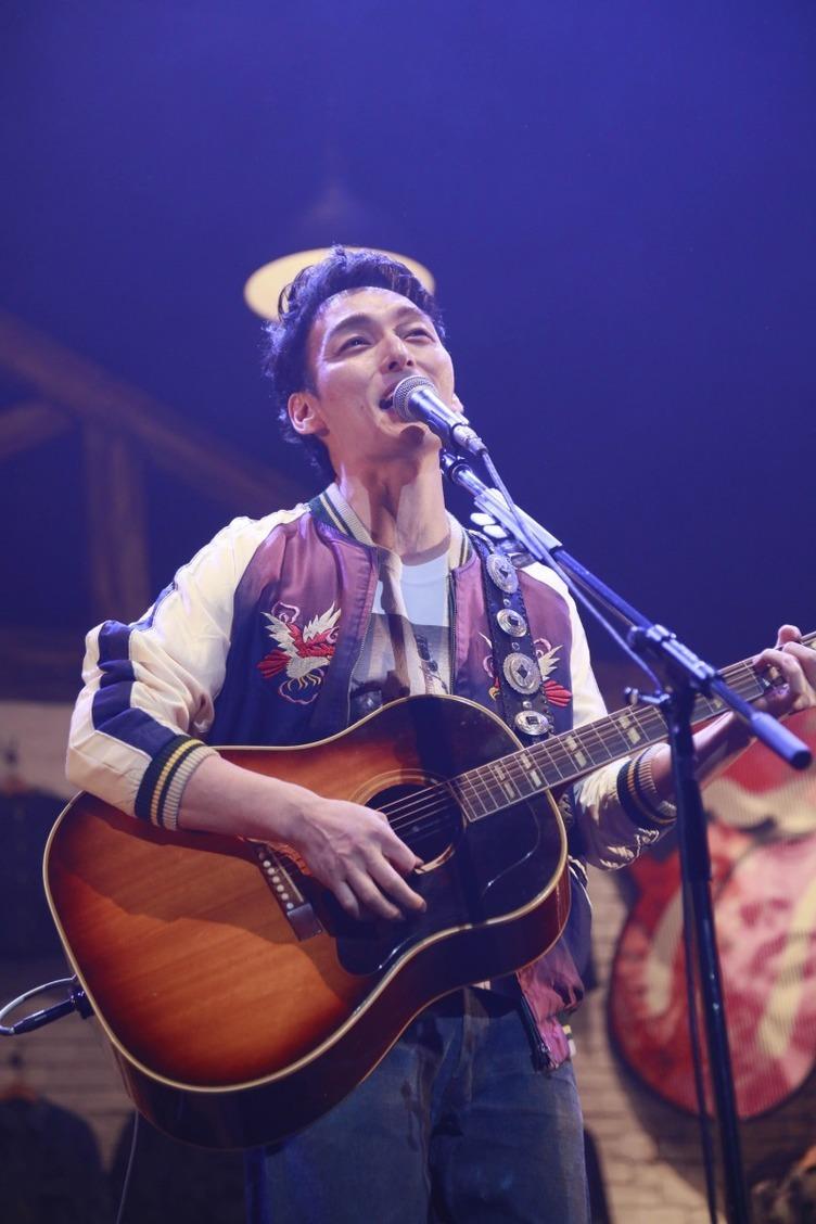 草なぎ剛が奥田民生、斉藤和義らとギター発表会「ななにー」で特別映像も
