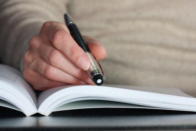 「部下にもっと本を読んでほしい」と思う管理職は6割 700人に聞く読書事情