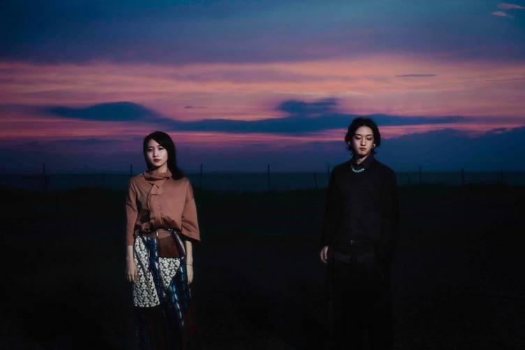 YOASOBI 初のCD『THE BOOK』発売 「夜に駆ける」「たぶん」「群青」など収録