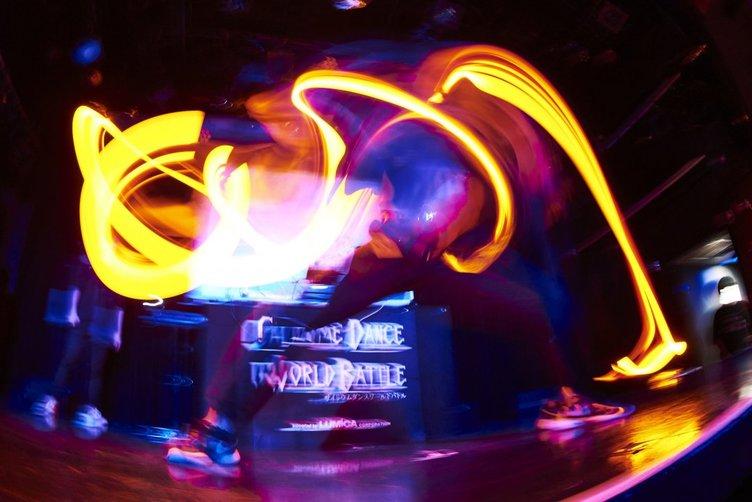 ヲタ芸「サイリウムダンス」世界大会が開幕 熱狂の香港予選レポート