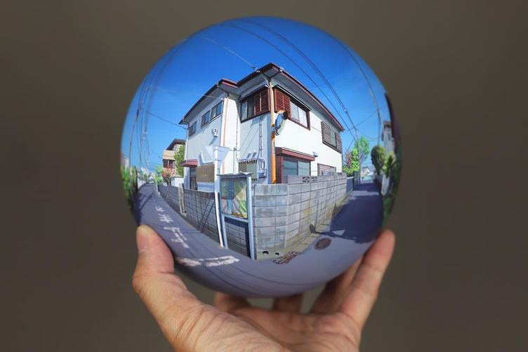 何気ない風景を球体に アーティスト 鮫島大輔の展示会「FLATBALL」