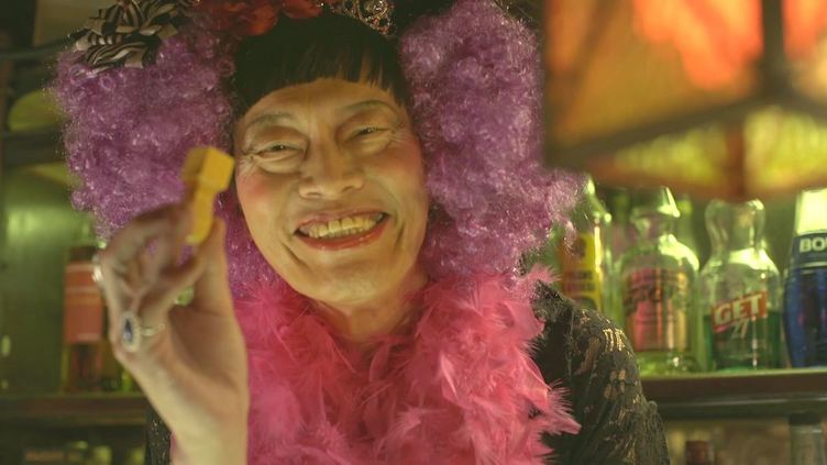 ママになった遠藤憲一が人生相談「あんたのと違ってカチカチでピッカピカ」