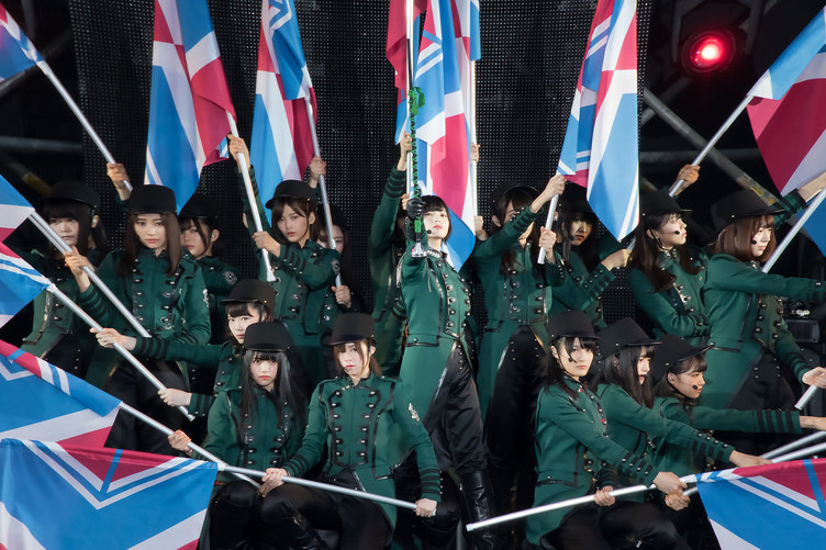 不完全な欅坂46と完全な平手友梨奈。初の野外ワンマンで少女たちは何を見せたのか