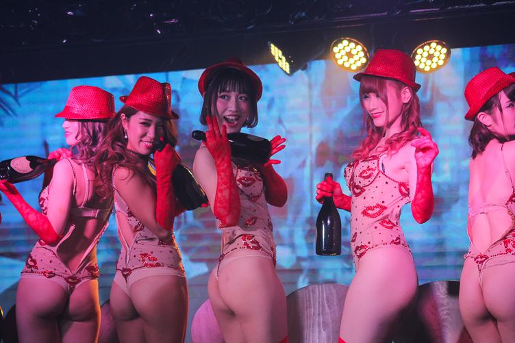 セクシー美女がアニソンで踊り舞う 新バーレスク東京がヤバすぎて思わず胸元チップイン