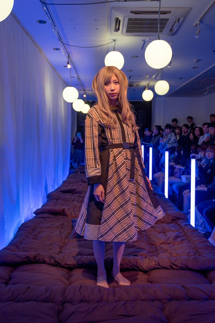 毒kinokopinkによる「killremote」初のファッションショー 全ルック公開