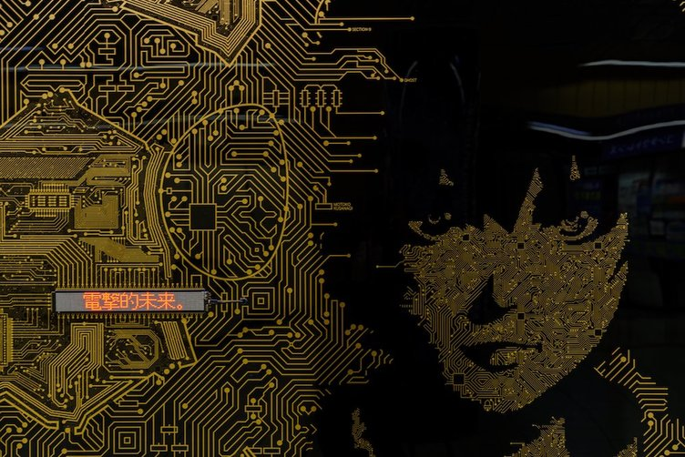 Netflix『攻殻機動隊 SAC_2045』基板グラフィック、都内の壁一面をジャック