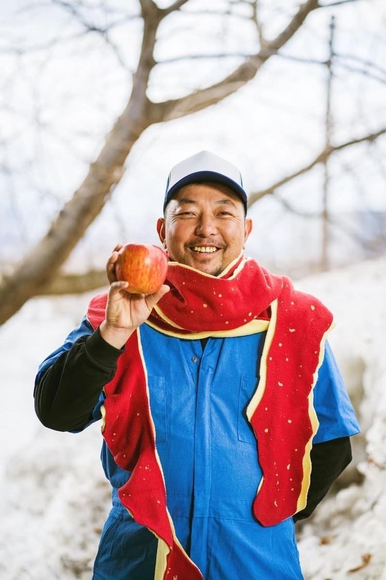 青森から皮イイ「りんごの皮マフラー」誕生 巻いてニッコリ、見てほっこり