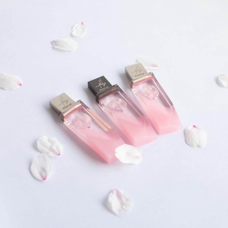 儚い桜をいつまでも 本物のソメイヨシノとこだわり込もる桜のUSBメモリ