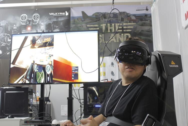 臨場感MAXのロボットVRゲーム体験 日本初進出の韓国ベンチャー開発