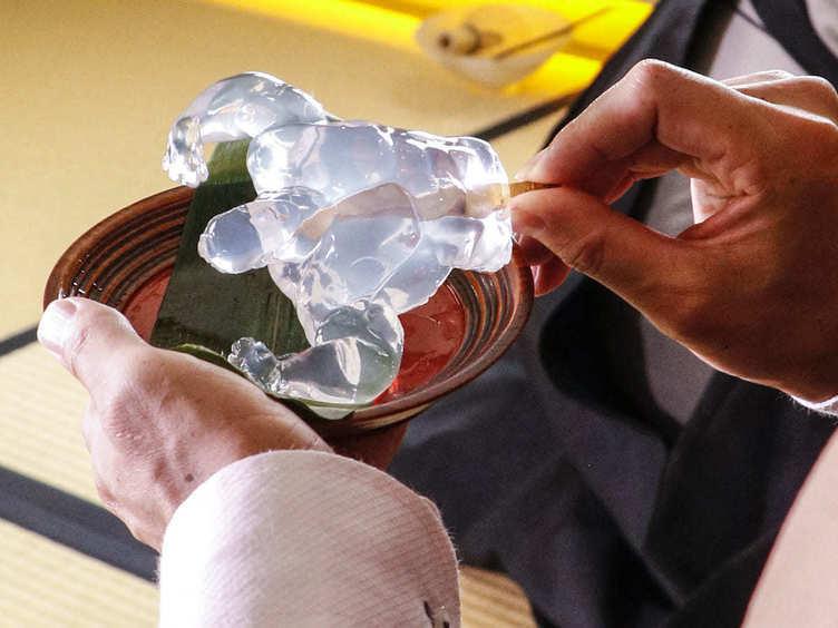 ぷるぷる力強い「マッチョ和菓子」 お茶会でプロテインを摂取する筋肉紳士の嗜み