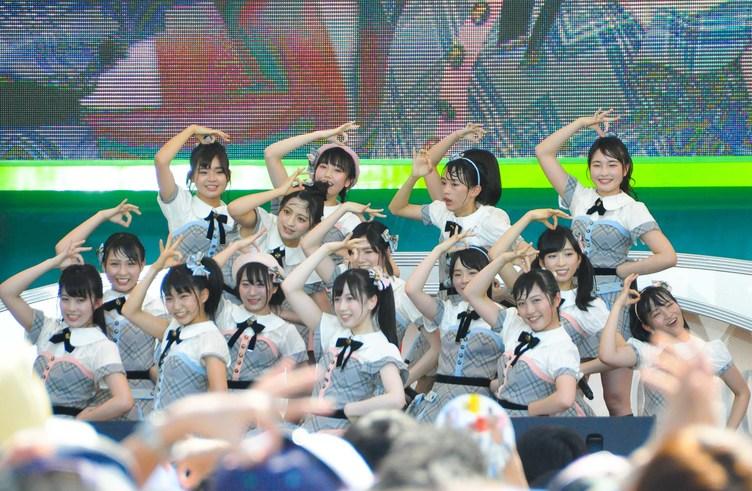 【TIF2017】AKB48 Team 8、2連続出演! 恋チュンで熱狂【写真】